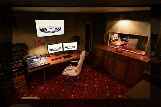 Комната контроля студии КонтрстриМ
